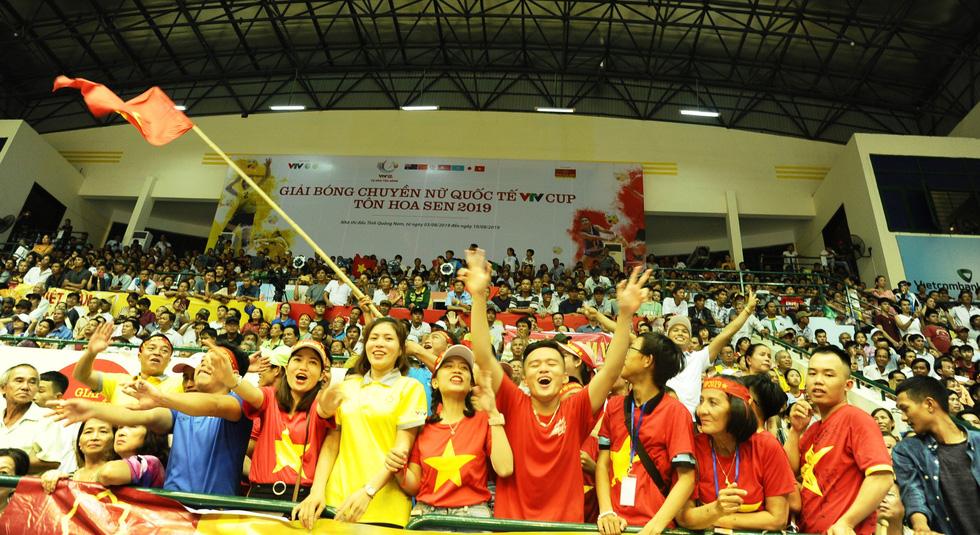 Tuyển nữ Việt Nam ngậm ngùi lỡ ngôi vô địch giải bóng chuyền VTV cup - Ảnh 10.