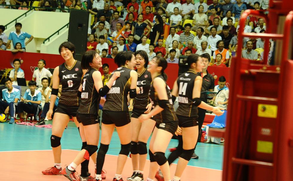 Tuyển nữ Việt Nam ngậm ngùi lỡ ngôi vô địch giải bóng chuyền VTV cup - Ảnh 9.