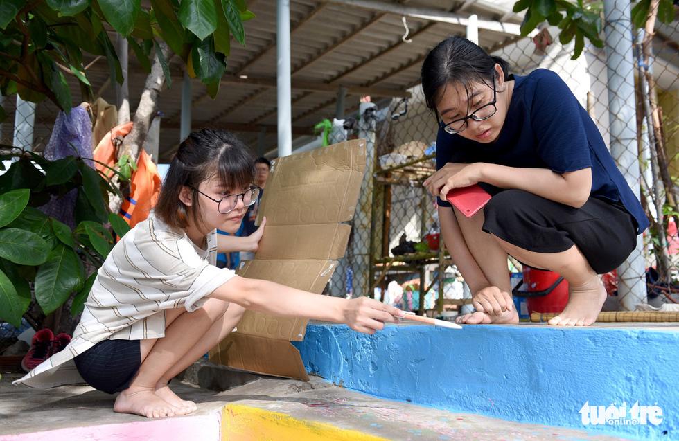 Người trẻ tình nguyện ra chăm chút từng góc đảo Hòn Cau - Ảnh 6.