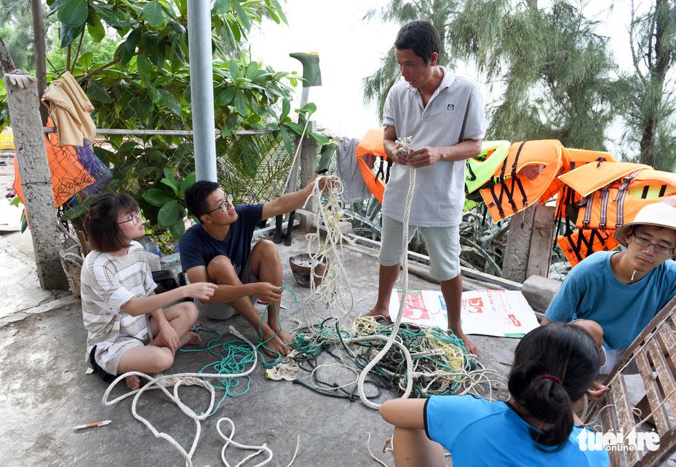 Người trẻ tình nguyện ra chăm chút từng góc đảo Hòn Cau - Ảnh 7.