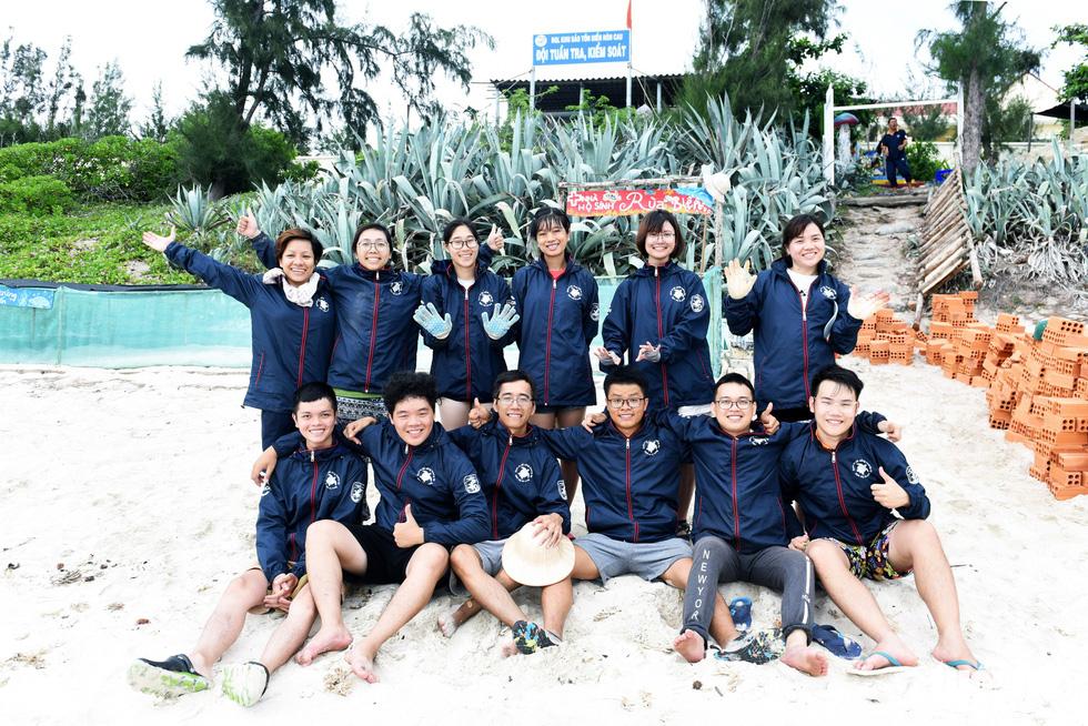 Người trẻ tình nguyện ra chăm chút từng góc đảo Hòn Cau - Ảnh 14.