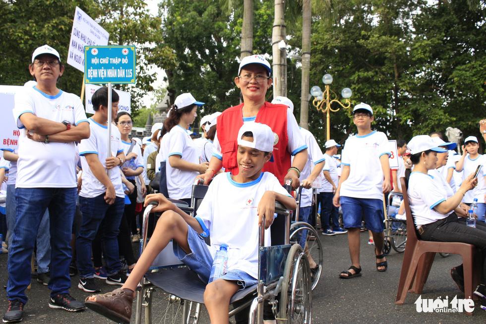 Hơn 5.000 người đi bộ vì nạn nhân chất độc da cam - Ảnh 7.