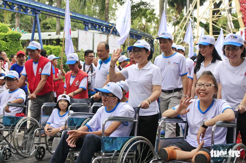 Hơn 5.000 người đi bộ vì nạn nhân chất độc da cam - Ảnh 9.