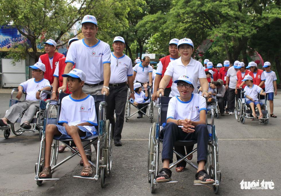 Hơn 5.000 người đi bộ vì nạn nhân chất độc da cam - Ảnh 10.