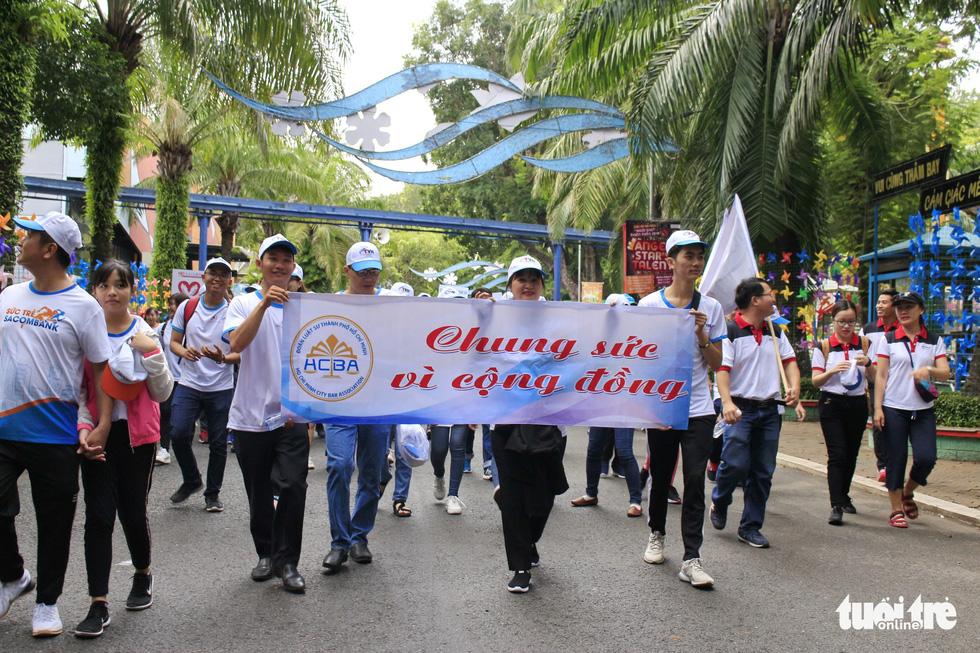Hơn 5.000 người đi bộ vì nạn nhân chất độc da cam - Ảnh 11.