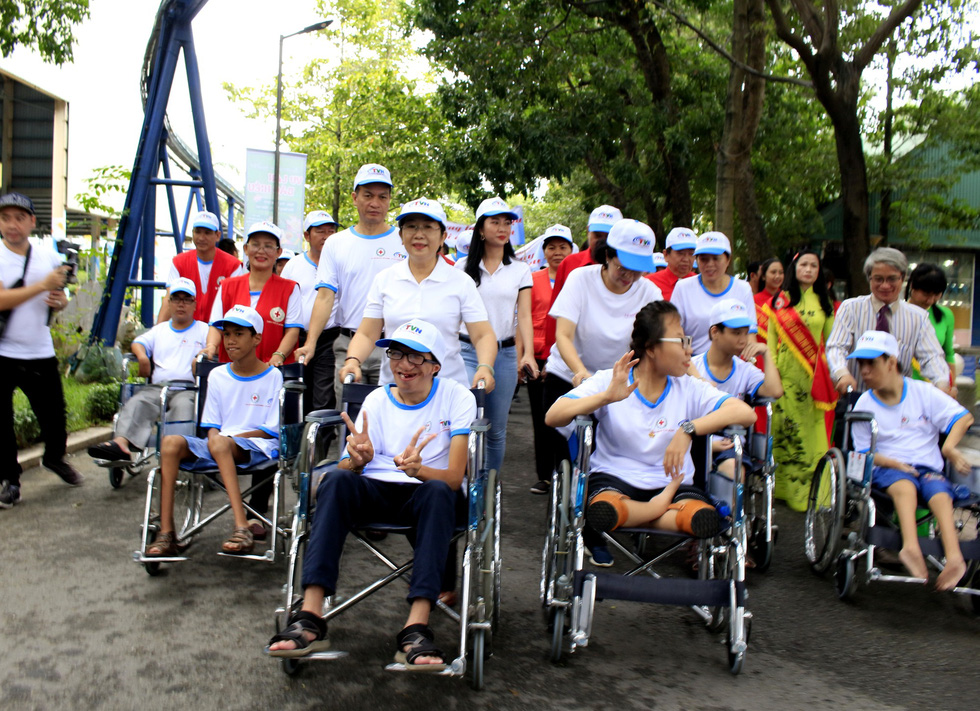 Hơn 5.000 người đi bộ vì nạn nhân chất độc da cam - Ảnh 15.
