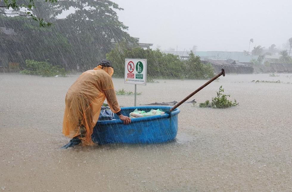 Đảo ngọc Phú Quốc bị nhấn chìm trong mưa lũ, ai biết tại sao? - Ảnh 1.