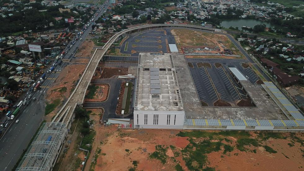 Bến xe Miền Đông mới hoàn thành nhưng không có đường kết nối - Ảnh 2.