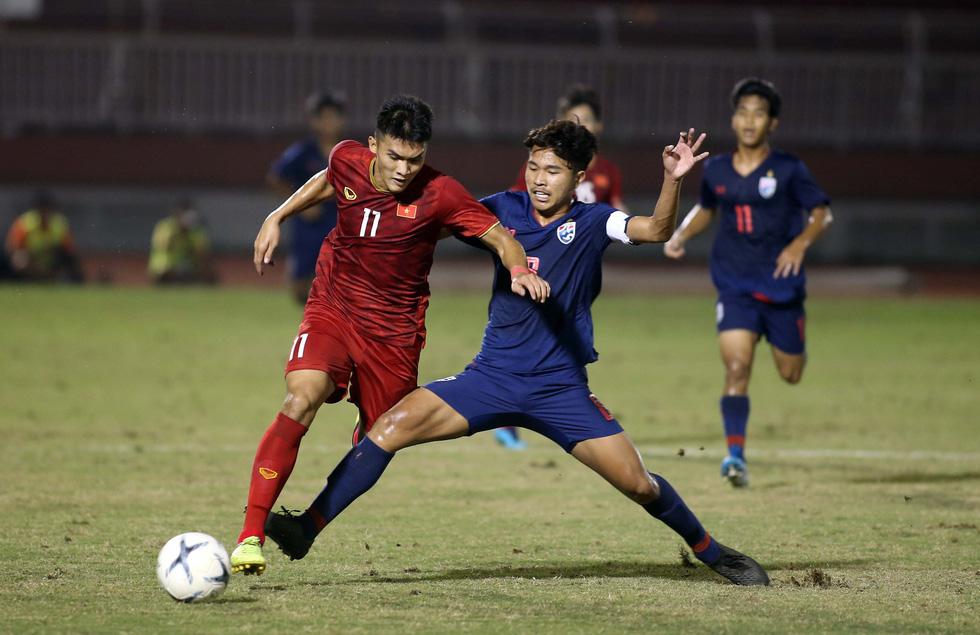 Những pha va chạm nảy lửa giữa U18 Việt Nam và Thái Lan - Ảnh 9.