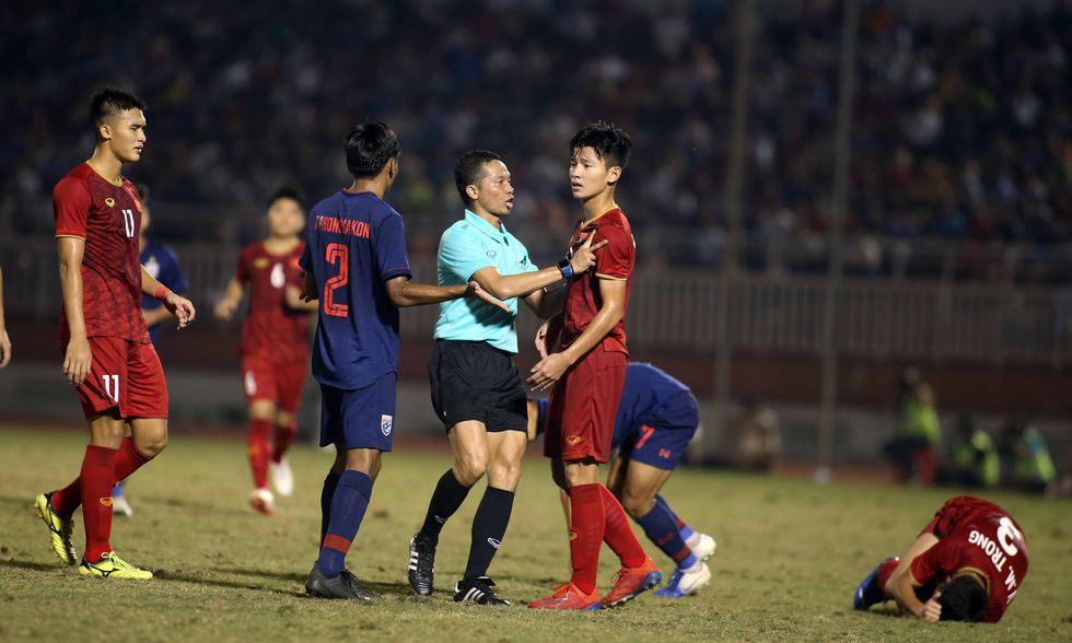 Những pha va chạm nảy lửa giữa U18 Việt Nam và Thái Lan - Ảnh 7.