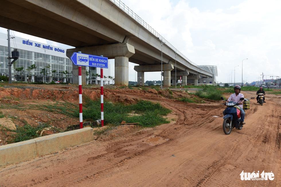Bến xe Miền Đông mới hoàn thành nhưng không có đường kết nối - Ảnh 8.
