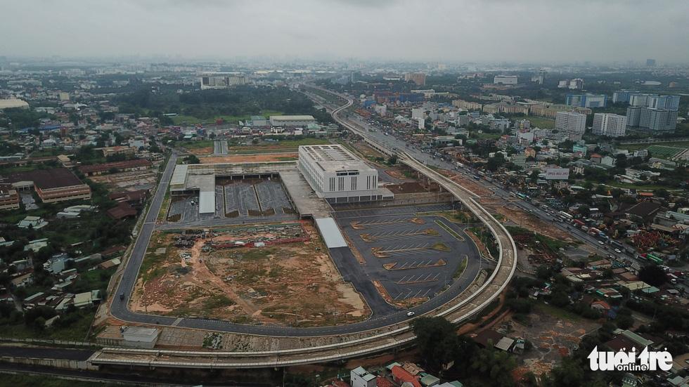 Bến xe Miền Đông mới hoàn thành nhưng không có đường kết nối - Ảnh 11.