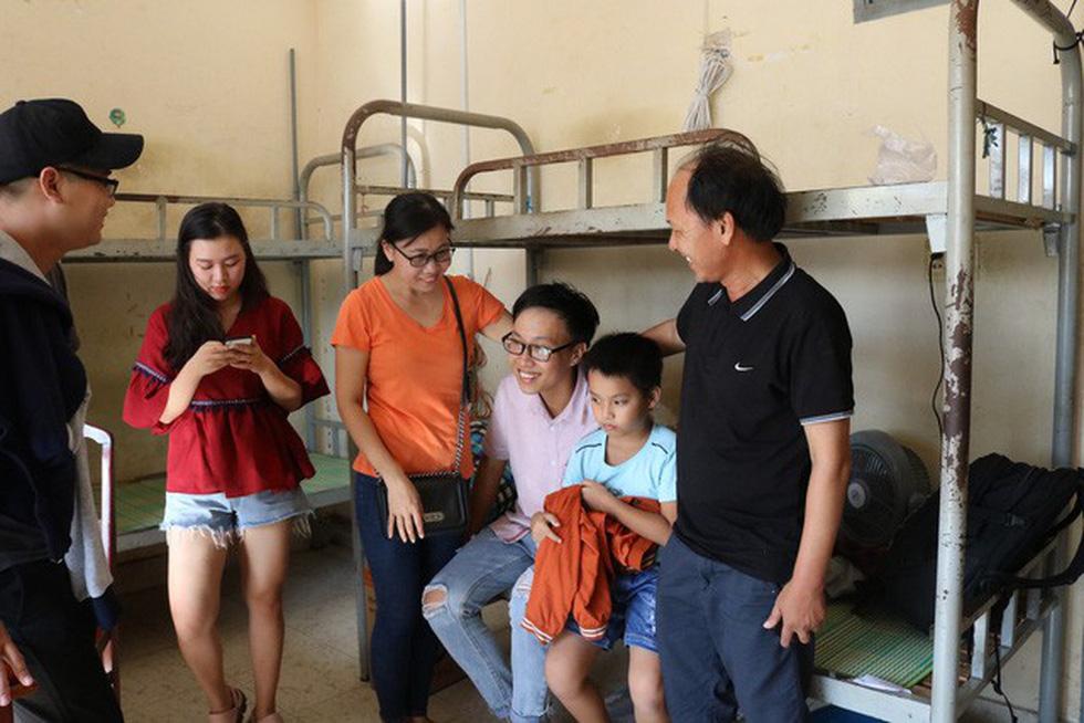 Cùng con lên Sài Gòn nhập học - Ảnh 10.