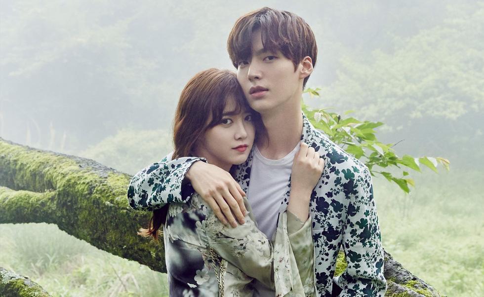 Ly hôn xong, Song Joong Ki vô top 'nam thần một mí' - Ảnh 9.