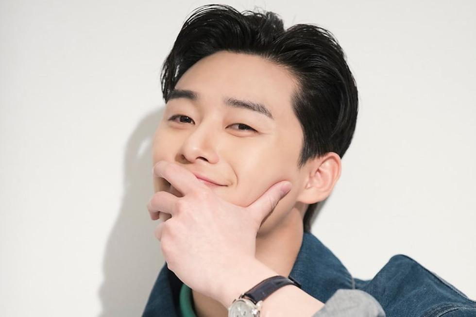 Ly hôn xong, Song Joong Ki vô top 'nam thần một mí' - Ảnh 4.