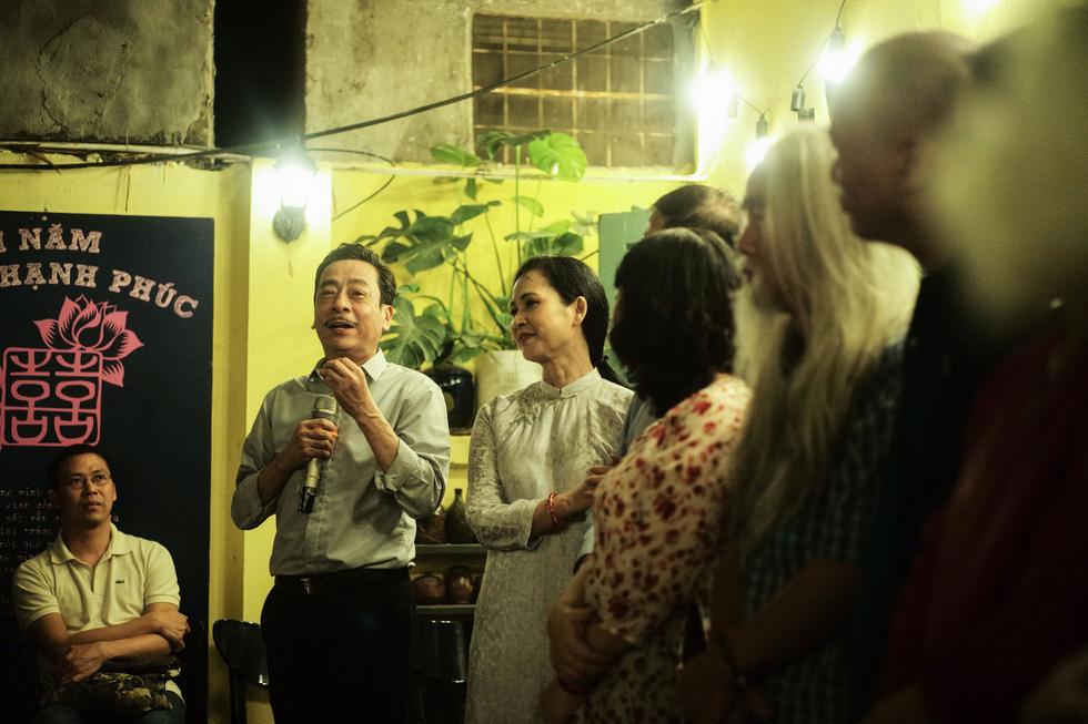 Đến với Xuân Quỳnh, Lưu Quang Vũ bằng 'máy bán thơ' - Ảnh 6.
