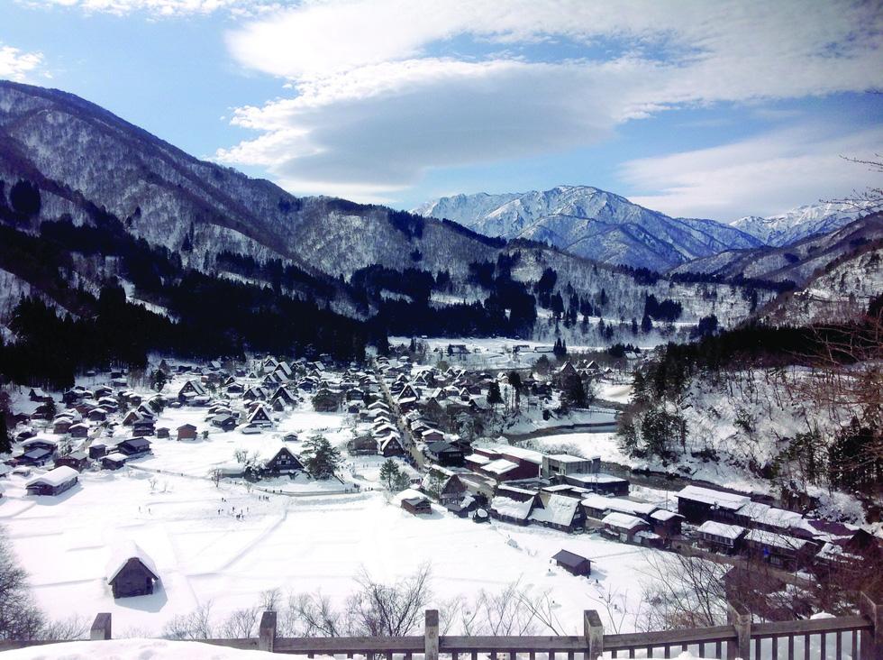 Làng du lịch nổi tiếng nhất Nhật Bản không có khách sạn - Ảnh 1.