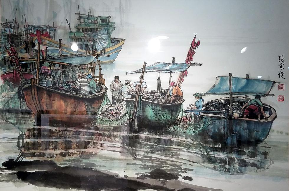 Hẻm Sài Gòn, bến Bình Đông và biển đảo vào tranh thủy mặc - Ảnh 3.