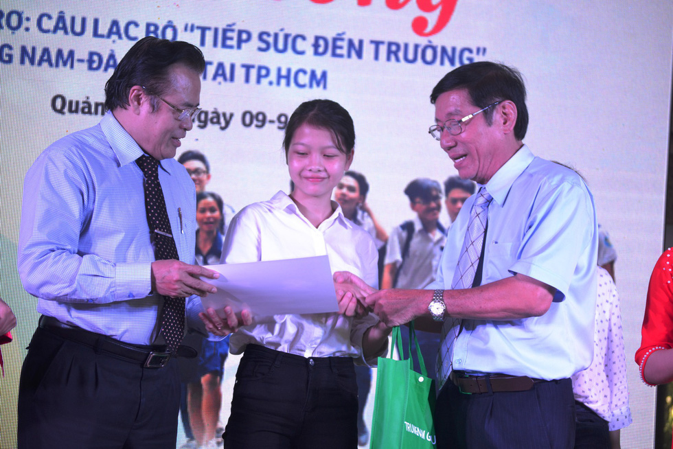 15 năm, hơn 1.700 tân sinh viên Quảng Nam- Đà Nẵng được tiếp sức đến trường - Ảnh 1.