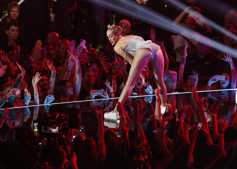 Liam Hemsworth - Miley Cyrus: 10 năm bên nhau, 7 tháng hôn nhân, ly hôn ồn ào - Ảnh 4.