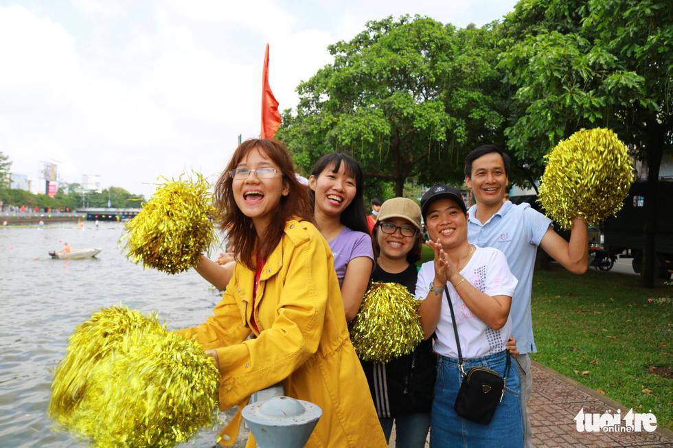 Trống thúc, thuyền dong vun vút trên kênh Nhiêu Lộc - Thị Nghè - Ảnh 4.