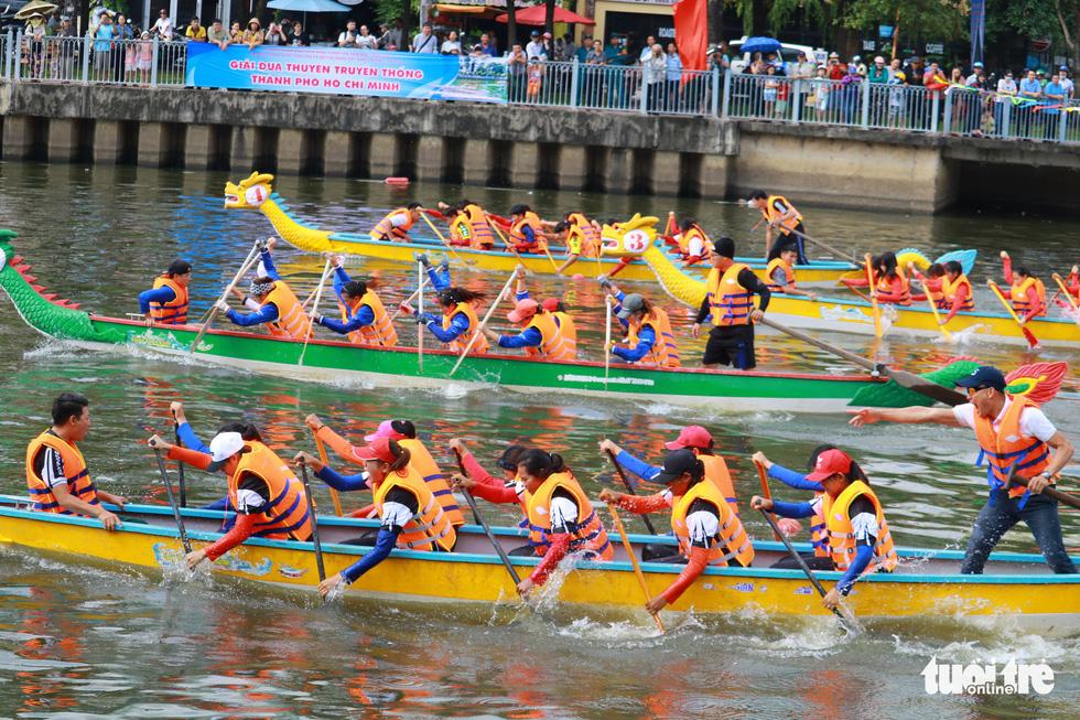 Trống thúc, thuyền dong vun vút trên kênh Nhiêu Lộc - Thị Nghè - Ảnh 5.