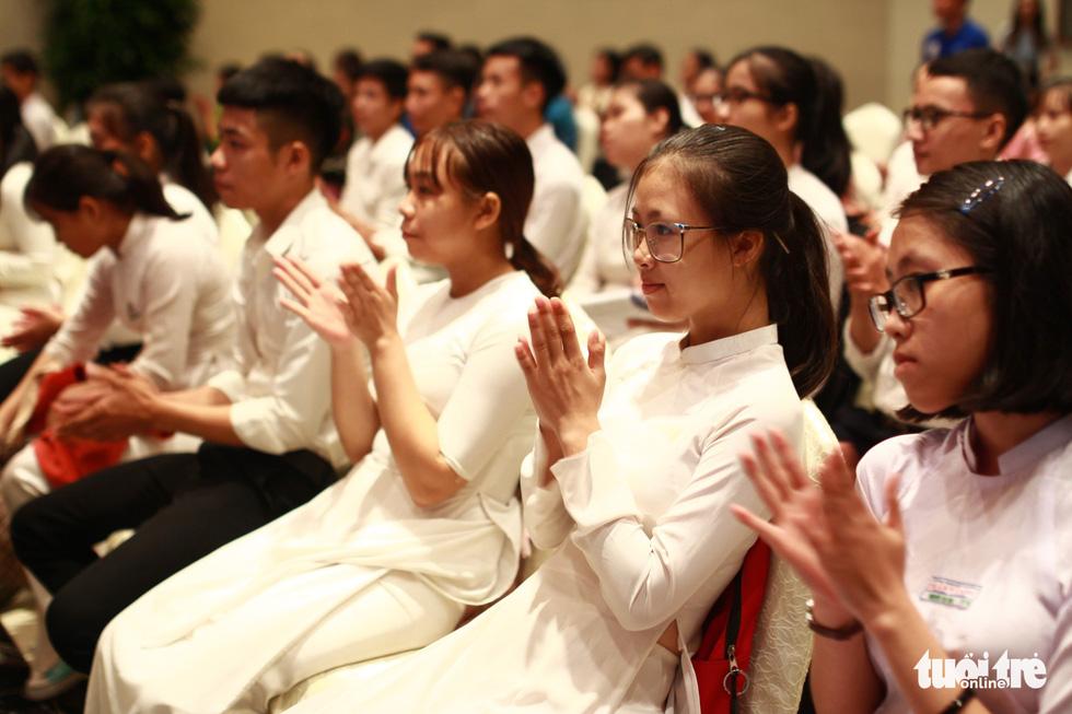 Trao 150 suất học bổng Tiếp sức đến trường cho tân sinh viên Quảng Nam - Đà Nẵng - Ảnh 2.