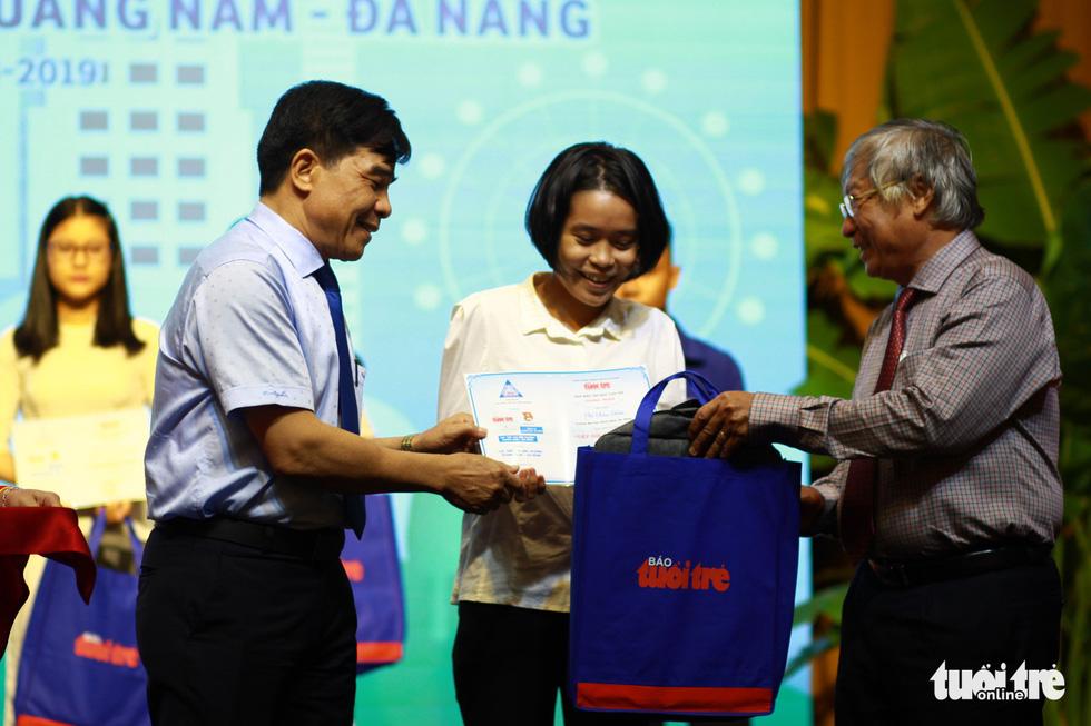 Trao 150 suất học bổng Tiếp sức đến trường cho tân sinh viên Quảng Nam - Đà Nẵng - Ảnh 6.