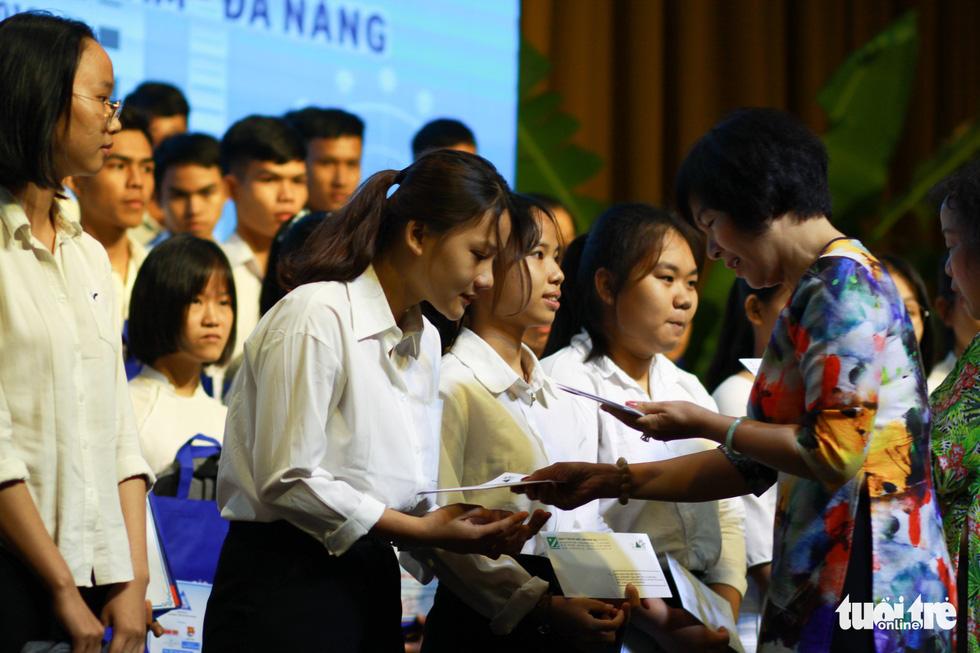 Trao 150 suất học bổng Tiếp sức đến trường cho tân sinh viên Quảng Nam - Đà Nẵng - Ảnh 5.