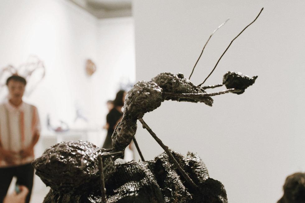 Que than từ vụ cháy rừng Hà Tĩnh, rác thải nhựa, sắt vụn... vào triển lãm - Ảnh 6.