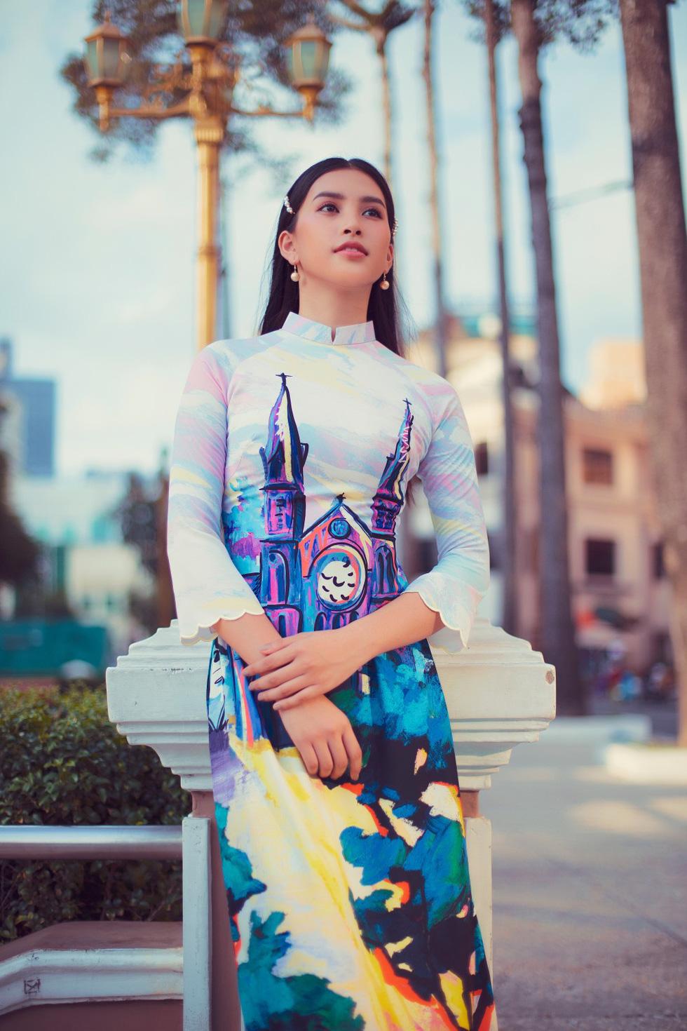 Hoa hậu Tiểu Vy khoe sắc cùng bộ sưu tập áo dài Sài Gòn ơi! - Ảnh 3.