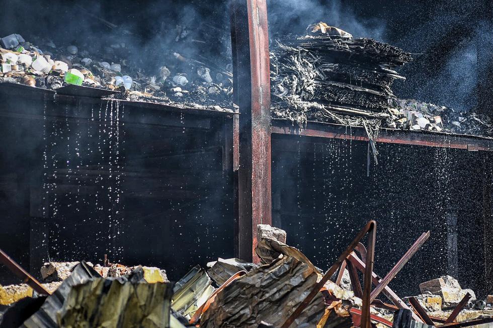Cận cảnh tan hoang sau vụ cháy Công ty Rạng Đông - Ảnh 3.
