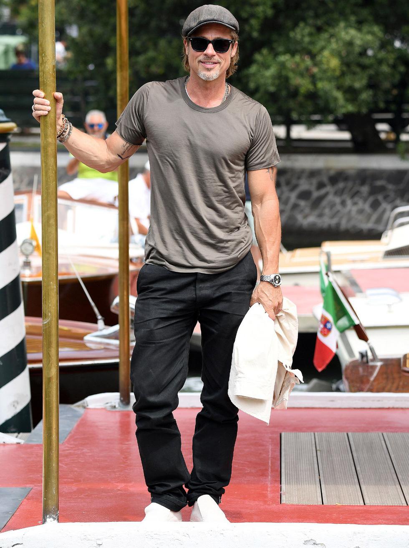 Harpers Bazaar, Vogue... bình chọn những bộ cánh đẹp nhất thảm đỏ Venice - Ảnh 2.
