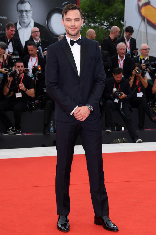 Harpers Bazaar, Vogue... bình chọn những bộ cánh đẹp nhất thảm đỏ Venice - Ảnh 6.