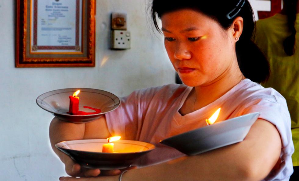 3 tháng khổ luyện múa với đĩa và lửa của cô giáo Việt trên đất nước Indonesia  - Ảnh 2.