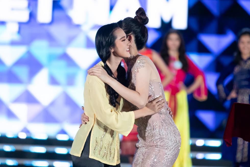 Hoa hậu Thế giới Việt Nam 2019 gọi tên nữ sinh Ngoại thương Hà Nội - Ảnh 13.