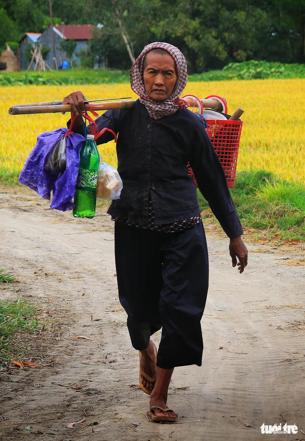 Bình dị mà rạng rỡ trên cánh đồng lúa Tà Pạ ở Tri Tôn - Ảnh 11.