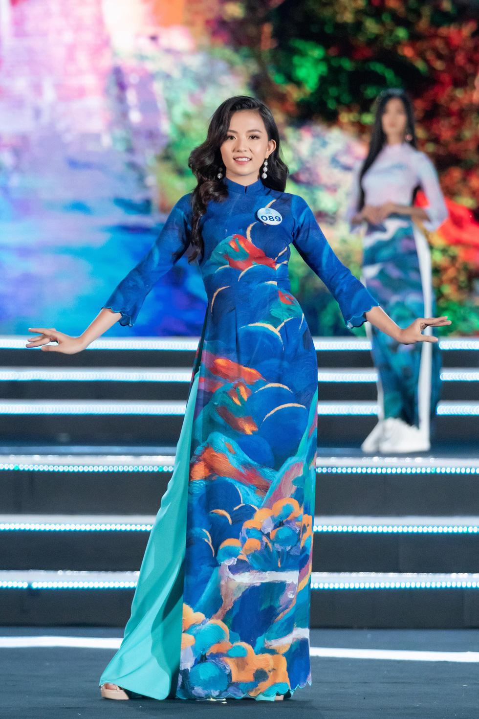 Bộ sưu tập áo dài đèo Hải Vân giúp Lương Thùy Linh đăng quang - Ảnh 6.
