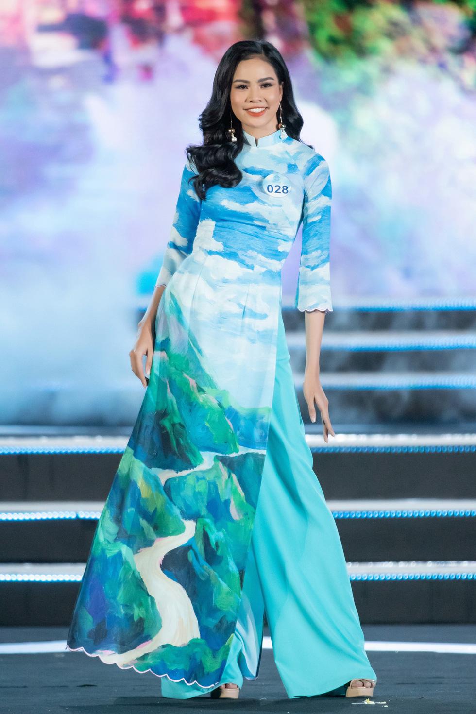 Bộ sưu tập áo dài đèo Hải Vân giúp Lương Thùy Linh đăng quang - Ảnh 7.