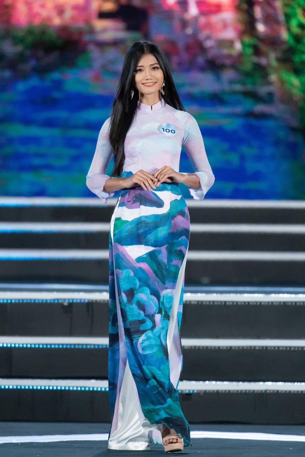 Bộ sưu tập áo dài đèo Hải Vân giúp Lương Thùy Linh đăng quang - Ảnh 8.