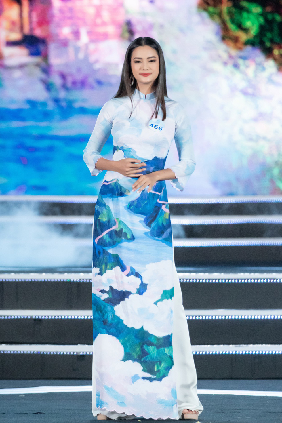 Bộ sưu tập áo dài đèo Hải Vân giúp Lương Thùy Linh đăng quang - Ảnh 9.