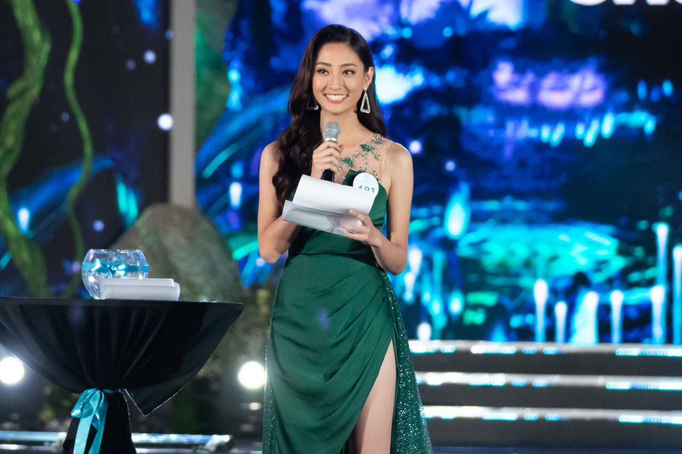 Hoa hậu Lương Thùy Linh: Nữ sinh ngoại thương giỏi Toán, IELTS 7.5 - Ảnh 6.