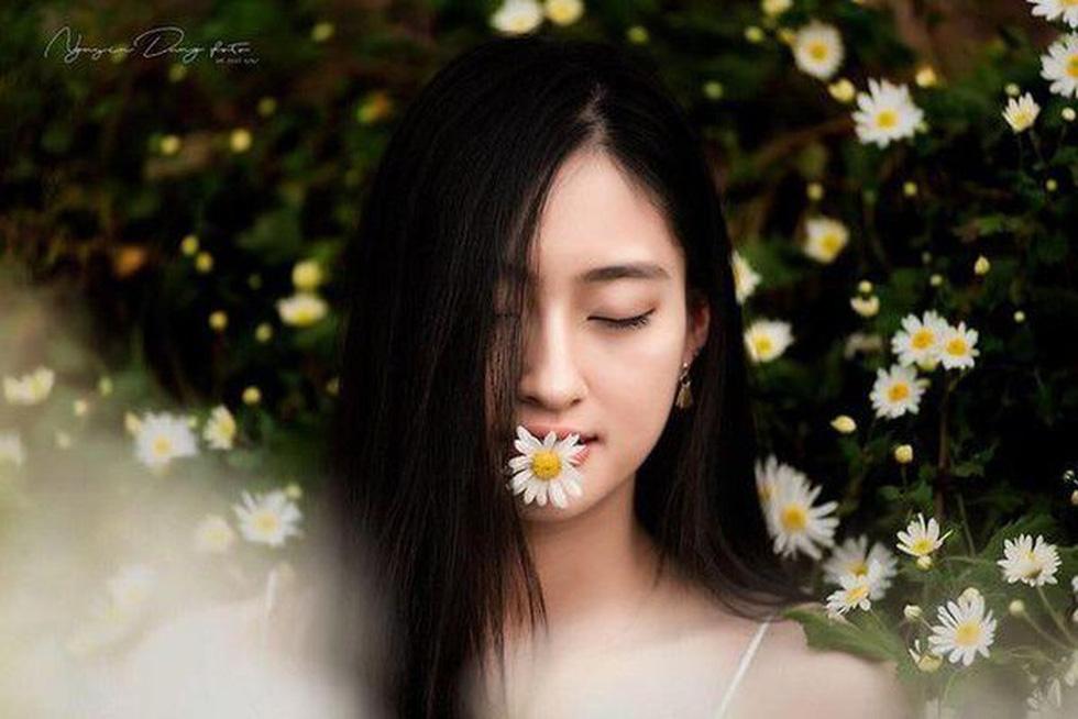 Hoa hậu Lương Thùy Linh: Nữ sinh ngoại thương giỏi Toán, IELTS 7.5 - Ảnh 9.
