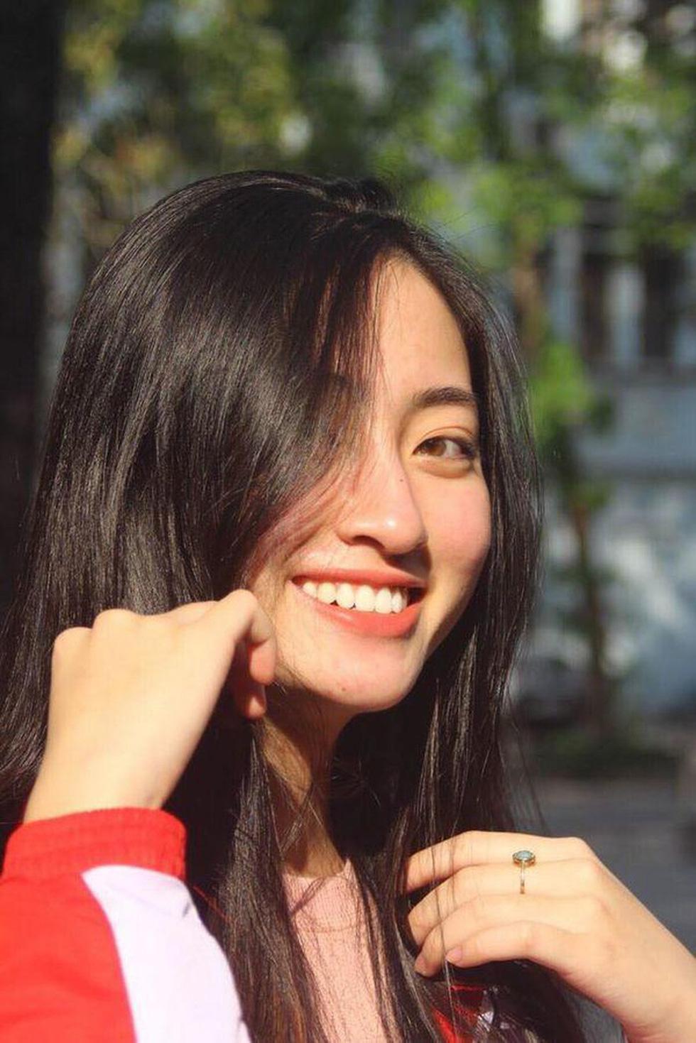 Hoa hậu Lương Thùy Linh: Nữ sinh ngoại thương giỏi Toán, IELTS 7.5 - Ảnh 8.