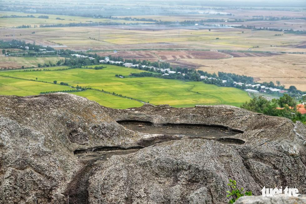 Mướt mắt với sắc màu vụ mùa ngắm từ đỉnh Núi Sam - Ảnh 10.
