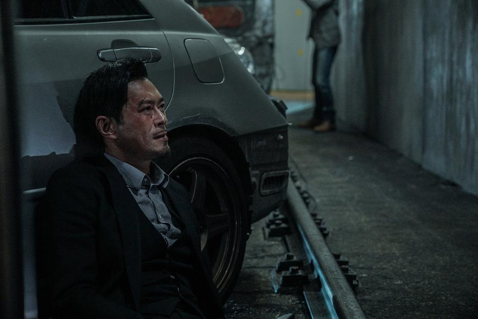 Khiếp sợ với bạo lực và ma túy trong phim của Lưu Đức Hoa, Cổ Thiên Lạc - Ảnh 10.