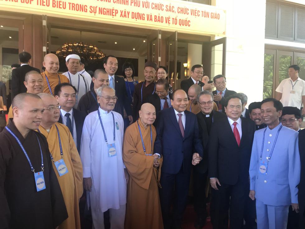 Thủ tướng: 43 tổ chức tôn giáo chung một bàn thờ Tổ quốc - Ảnh 2.