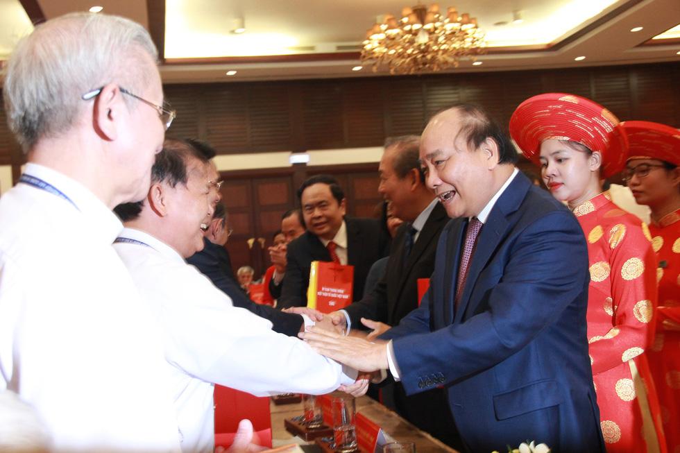 Thủ tướng: 43 tổ chức tôn giáo chung một bàn thờ Tổ quốc - Ảnh 1.