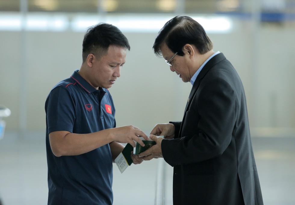 Tuyển thủ Việt Nam tự tin trong ngày sang Thái Lan thi đấu - Ảnh 12.