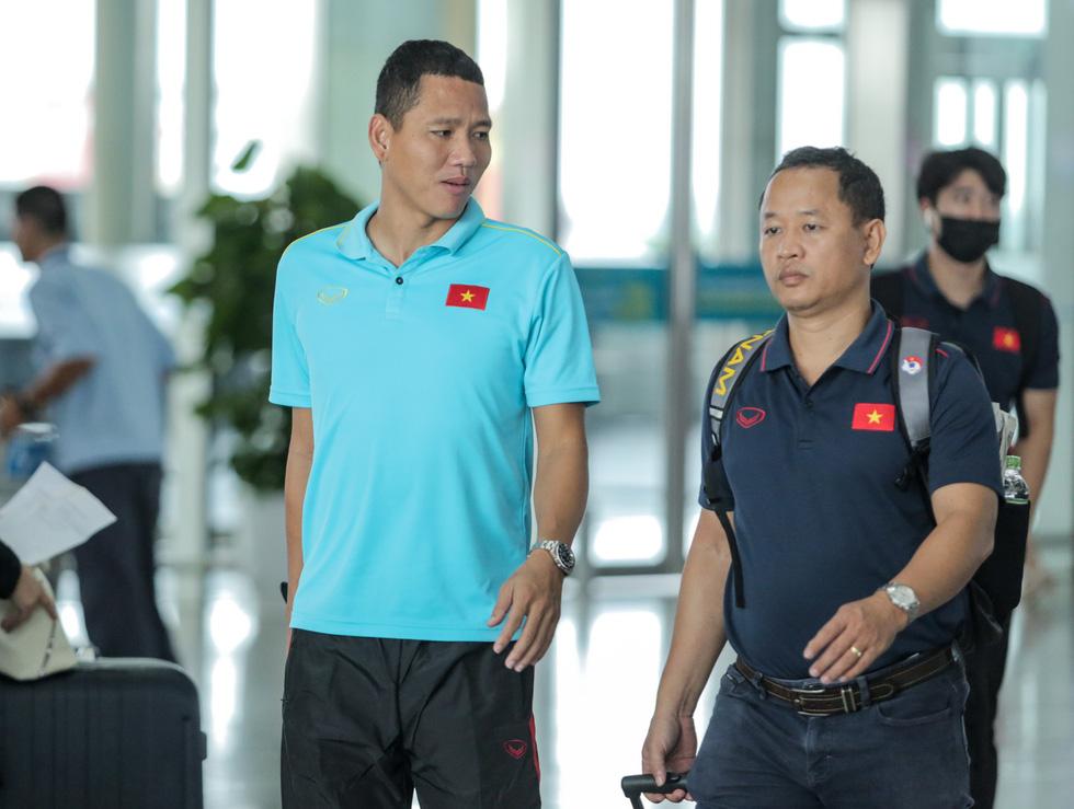 Tuyển thủ Việt Nam tự tin trong ngày sang Thái Lan thi đấu - Ảnh 8.